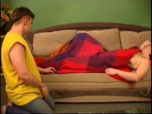 Русский сын спящию Маму ебет на диване