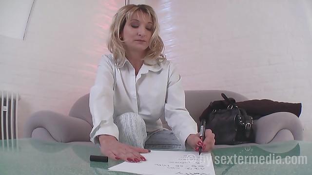 Армянская милфа подписала контракт и тут же начала раздеваться для съемок порно.