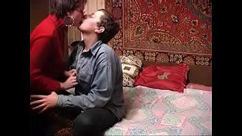 Русская зрелка и парень веселились в одиночестве