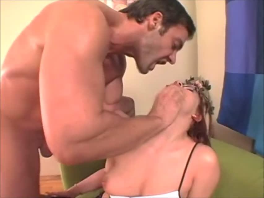 Рыжая библиотекарша из Саранска развлекается анальной пробкой и сексом с мужиком.