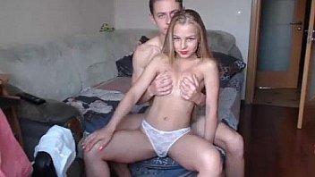 Молодая любительская пара с очень возбуждающим видео