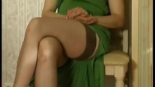Русская зрелка имеющия секс с молодыми работником 45