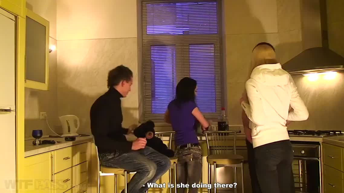 Семейная пара из Омска приглашает супругов отметить групповухой новоселье