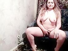 Пухленькая жена передает привет мужу через приват 2