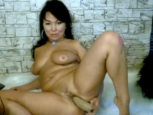 Узбекское домашнее порно зрелой мамки и ее черной палки в попе