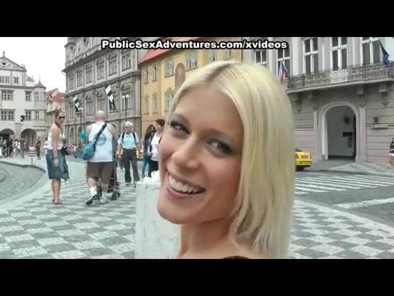 Русская туристка в Риме - Катя с наслаждением сосет итальянскому жыгало