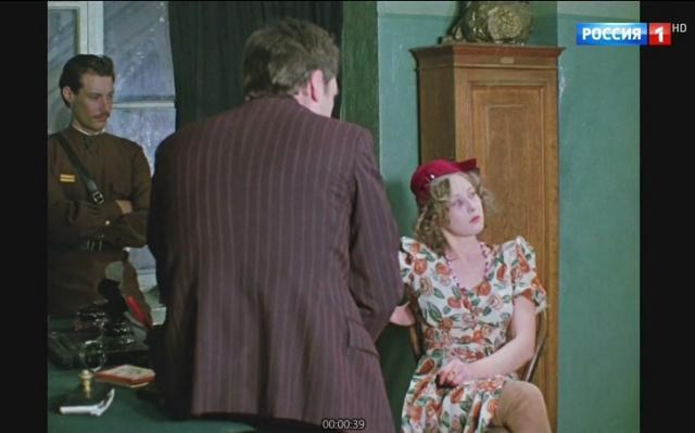 Лариса Удовиченко светит ножки в Место встречи изменить нельзя1979