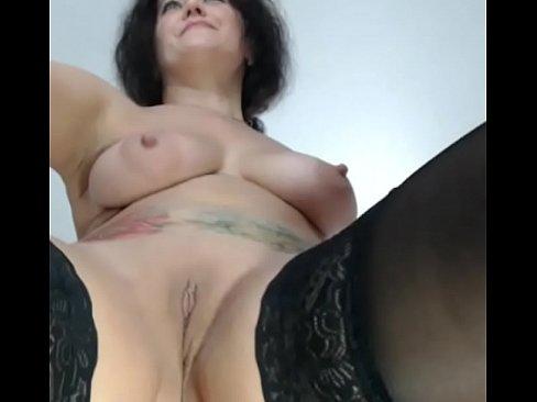 webcam 2018-06-10 очень мясистая дама ласкает свои щёлки