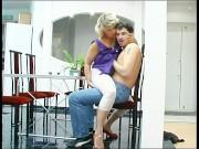 Приставучая мама Ninette берет свое от сына