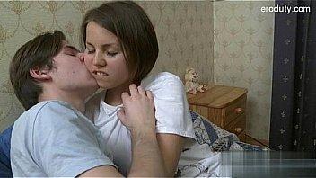 18-летняя подруга сосала пениса