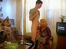 Русская зрелая Маргарет в чулках исо своим мальчиком