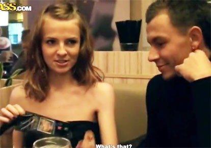 Русская телка отдалась пикаперу в туалете кафе