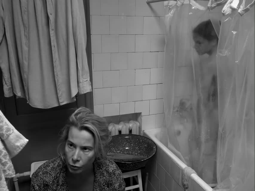 Юлия Бурова голая выходит из ванны