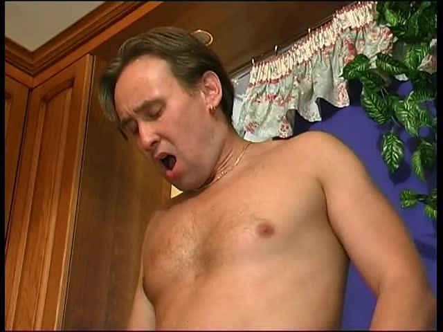 Сочная мамка в узбекском анальном порно видео трахается как блядь