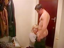 Русская матушка Marta трахается с молодым сыном на кухне под водочку