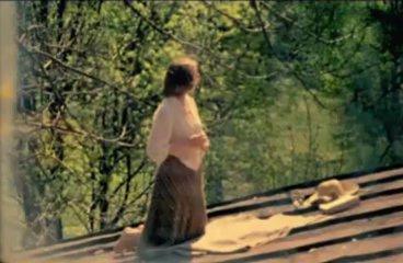 Жанна Болорова загорает на крыше в топлесс 1977 смотреть онлайн