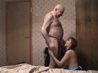 Старик и девушка Жанна с косичками