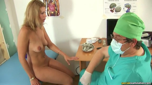 Девушка Karina на медицинском осмотре