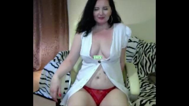 Грудастая Русская Ms_Nata немного светит грудью