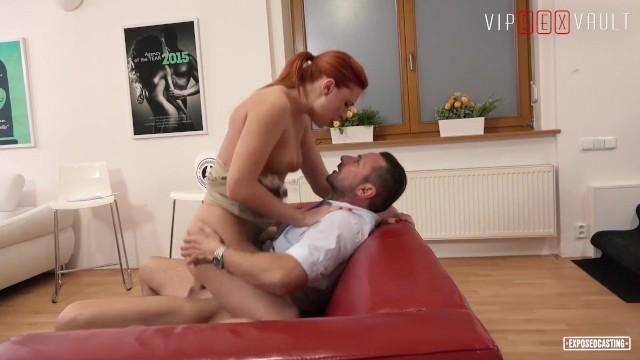Рыжая с большими сиськами Eva Berger, горячий секс на кастинге