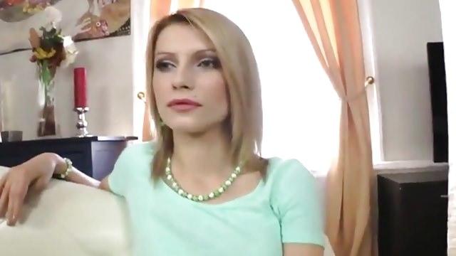 Русская девушка отдала себя боссу за продвижение