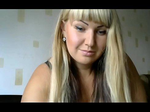 webcam 2018-07-15 пухленькая блонда раздвигает ноги и отодвигает в сторону трусики
