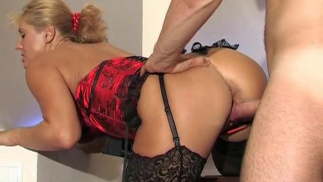 Жмур натянул симпотную начальницу Бриджет в красивом нижнем белье.