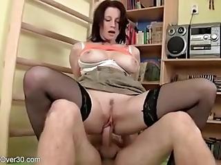Русское порно с натуральными сиськами и чулками