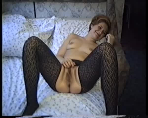 Застенчивая русская мамаша соблазняет меня, возбуждает и мастурбирует до оргазма