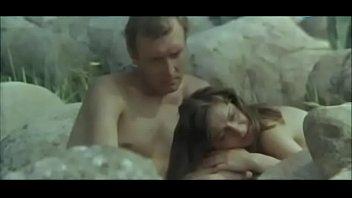Майя Ренскумберга голая у камней - Ночь без птиц (1979)