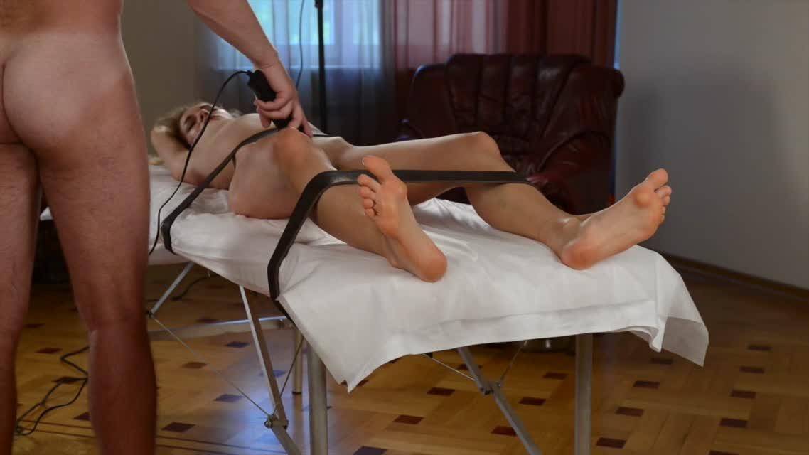 Даника g порно оргазм на массажном столе от электрического вибратора