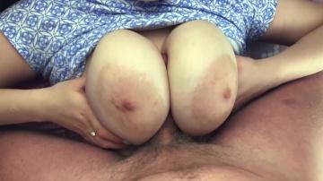Мені подобаються великі цицьки моєї гарячої дівчини, мінет, трах і закінчити на дупу