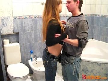 18videoz - Чистая ванна и грязная Анджела