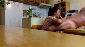 Минет болгарская мамаша съела сперму