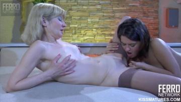 amelia и charlotte 07 нежные поцелуи переходят в секс коктель