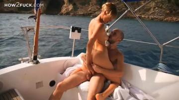 Фрунцуз ебет Русскую на яхте в анус