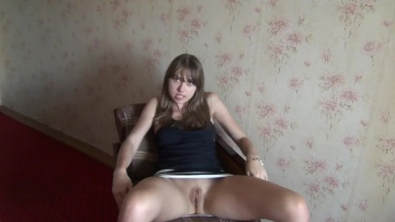 Смазливая эрекция волосатая любительская девка мастурбирует на веб-камеру