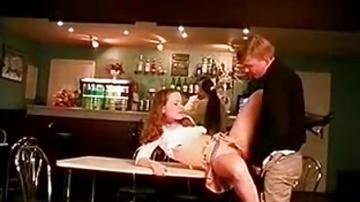 Русская старлетка выебан в баре