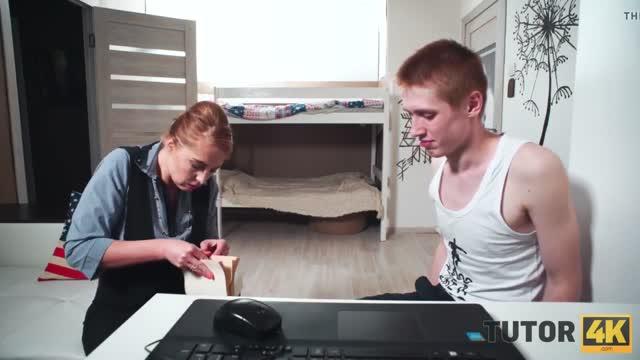 Паренек напичкал камерами комнату и выебал свою училку на дому