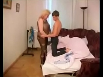 Русская BBW Зрелая Иришка на Кушетке трахается с сыном
