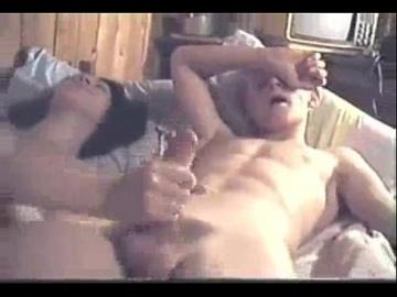 Русская шлюха обслуживает красивого 18 лет. мальчика