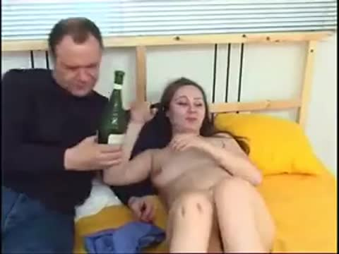 Русский отец трахает дочь в бантах