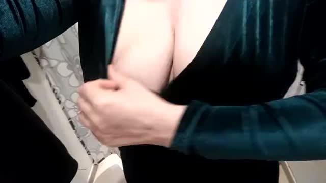 Раздевалка и сексуальное платье. Мигнули не маленькие сиськи