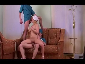 Медсестра Люба обслуживает двоих врачей