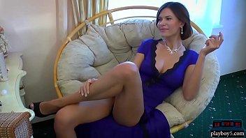 Русская девушка с большими сиськами показывает свое удивительное тело