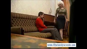 Горячая Большая задница зрелая Мама ведет в член своего сына после фортепианной практики