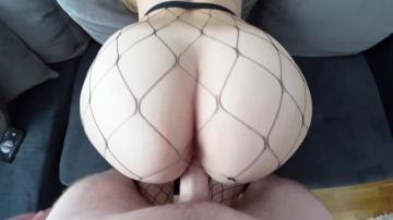 Сексуальная богиня с большой сочной задницей с сеточку.