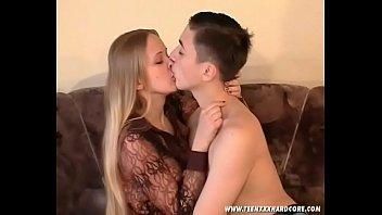Русская сексуальная Ирина трахается с Евгением