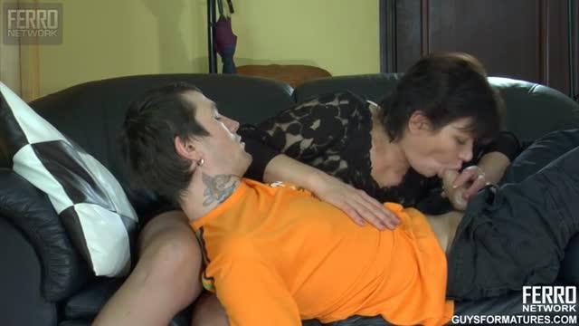 Сочную мамку в чулках отымел раком 18 летний парень