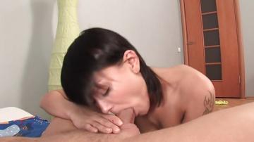Виола глотает сперму после секса